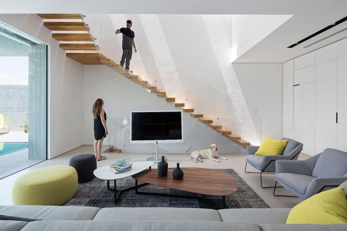 Contemporary home consists of two rectangular masses stacked on top of each other - CAANdesign