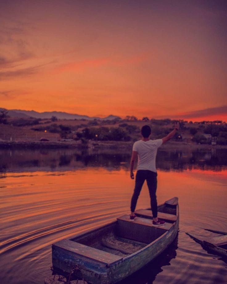 A poco no?  #boat #lagoon #laguna #sunsetporn #sunset_ig #sunset #sky #naturephotography #naturaleza #nature #naturelovers #landscape #landscaping #landscapes_captures #landscape_lovers #morelos #mexico_tour #descubremorelos #aventura #atardecer #orange #picoftheday #instagood #nikon #pasionxmorelos #pasionxmexico #mexicoesfotografia #explore #igersmorelos