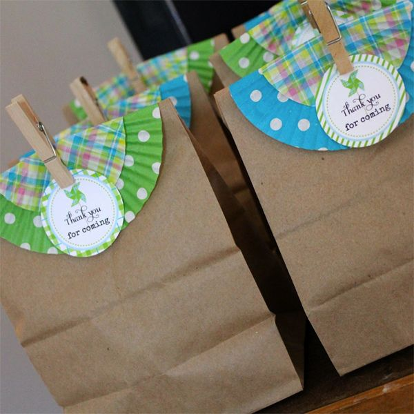 Use cupcake liners as a quick splash of color on favor bags. Clever!