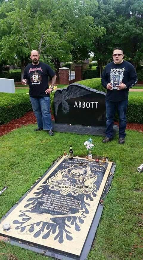 At Dimebag Darrel's grave in Arlington! 5 -21- 15