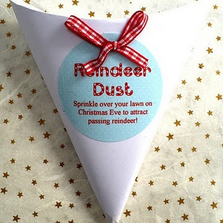 Magic Reindeer Dust made with instant oatmeal and glitter-- such a cute idea!