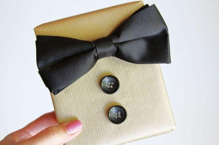 Creatief een cadeau inpakken voor een man? Dat kan. Hier zijn enkele originele manieren om een mannelijk cadeautje in te pakken!