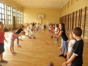 Na blogu szkoły podstawowej w Rybniku przeczytacie świetny scenariusz zajęć. Uczennice czwartej klasy poprowadziły lekcję dla przedszkolaków. Jak wyszło i jakie były wrażenia uczestników, przeczytacie tu: http://blogiceo.nq.pl/zsp11/2014/12/13/lekcja-z-przedszkolakami/