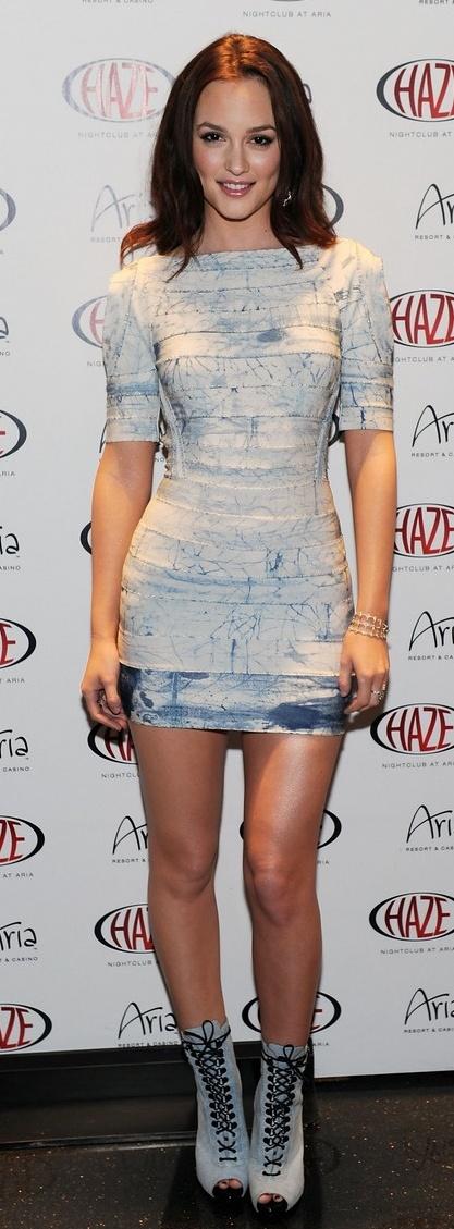 Leighton Meester: Dress designer – Herve Leger    Shoe designer – Givenchy    Jewelry designer – Cathy Waterman
