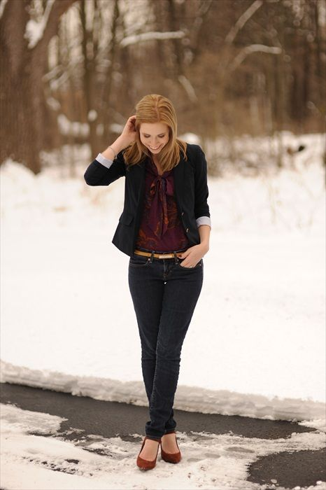 Kayley of the blog Sidewalk Ready wears a pair of Gap jeans.