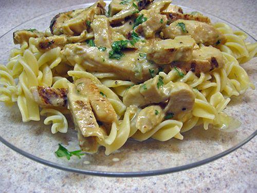 Κοτόπουλο με βίδες και σάλτσα μουστάρδας. Μια εύκολη, γρήγορη συνταγή για ένα υπέροχο φαγητό που θα σίγουρα θα απολαύσετε.