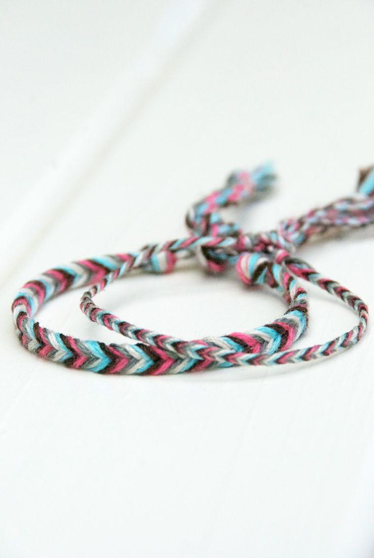 DIY – Fischgräten-Armband flechten