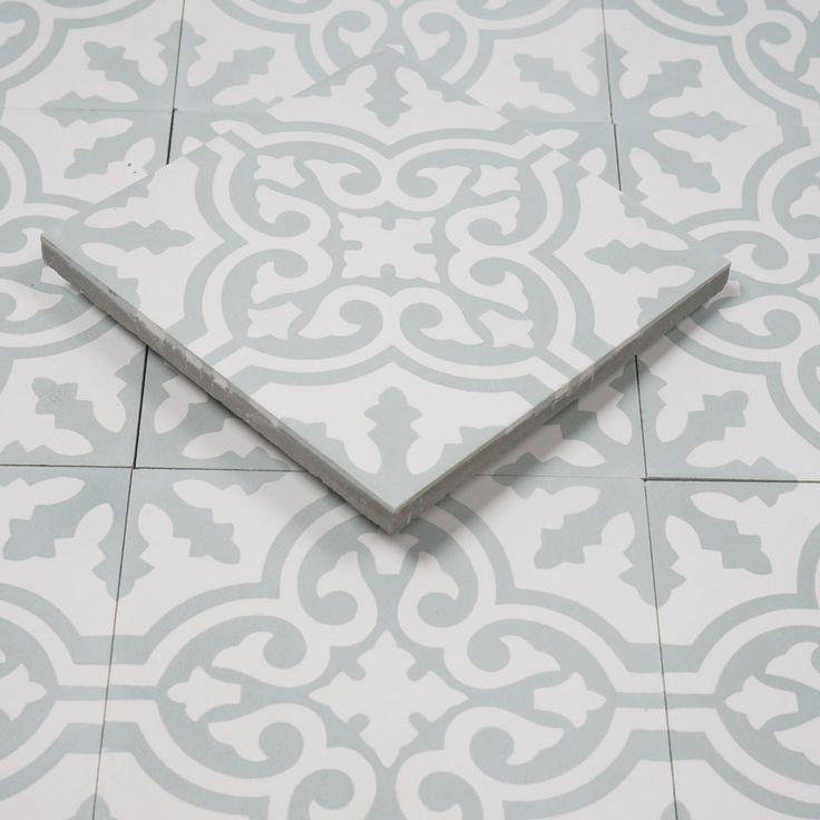 Marockanskt kakel Fès Light är en torrpressad cementplatta med klassiskt marockanskt mönster i vitt och ljust grågrön. Används inomhus och utomhus.