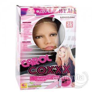 carol Coxxx Titreşimli Realistik Şişme Manken RealShape tekniği kullanılarak yapılan süper bir şişme manken; Pornografi yıldızlarından Carol Cox'un modeli alınarak tasarlanmıştır. Gerçek sarışın, uzun düz sarı saçları ve derin bakışlı hazel gözleriyle, Uzun kirpikleri ve güzel yüz hatlarına sahiptir. 3D yüz hatları, loveclone kanal özellikleri taşımaktadır.
