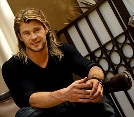 I don't always like long hair on guys but Chris Hemsworth makes it work. Dayum