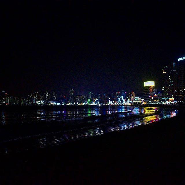 Korea 🇰🇷... #busan #pusan #beach #haeundae #haeundaebeach #korea #southkorea #travelpic #traveller #traveler #travel #travelgram #nikon #D3300 #asia #night #nightshot #nightpic #colours #lights