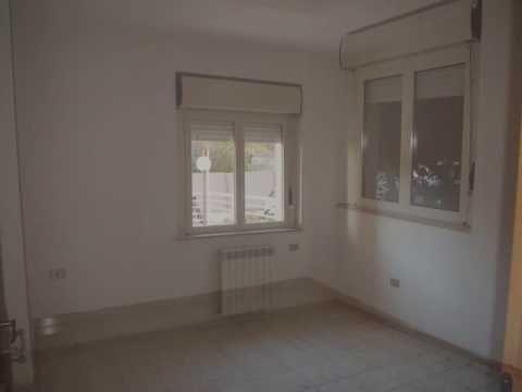 Rif Ap14882 - A Marsala, in vendita, in via Ernesto Pomilia a pochi metri dal mare e dal centro storico, appartamento in buone condizioni di 80mq al piano rialzato composto da 4 vani e servizio. Ideale anche per ufficio. Prezzo di vendita € 150.000,00