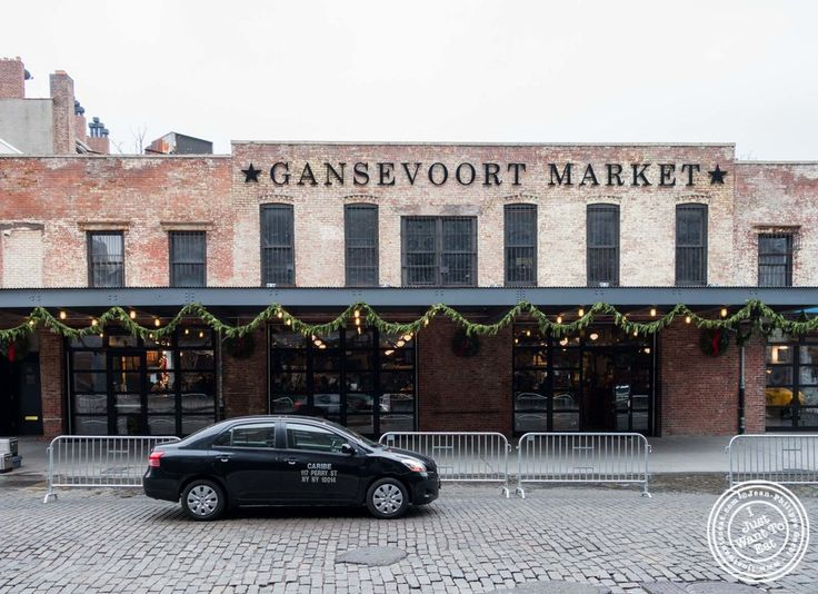 I guess the new trend in New York is opening marketplaces with a wide range of food stalls. We had Chelsea Market, the Food Court at The Plaza or the Gotham West Market to name a few; now, we have the Gansevoort Market, freshly opened in October 2014. Located in the heart of the Meat Packing District (MePa if you want to sound trendy), it welcomes a bunch of different cuisines, from American to French to Thai, without forgetting Italian, Lebanese, Mexican, Japanese, and I am sure I miss...