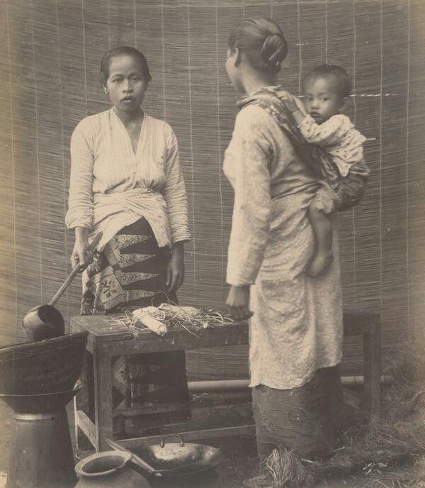 Straatverkoopster, vermoedelijk op Java. Ca 1890
