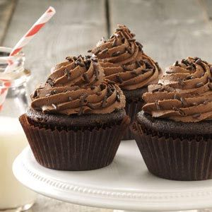 Buttermilk Chocolate Cupcakes Recipe repinned by www.smg-treppen.de #smgtreppen #chocolates #sweet #yummy #delicious #food #chocolaterecipes #choco #chocolate