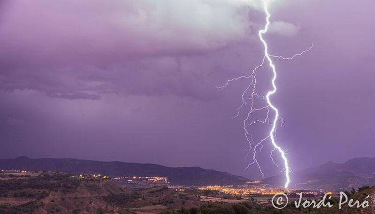 Descàrrega elèctrica #Tremp 07/07/2014 Tormenta eléctrica #Tremp 07/07/2014 #Lightningstorm #tremp 07/07/2014