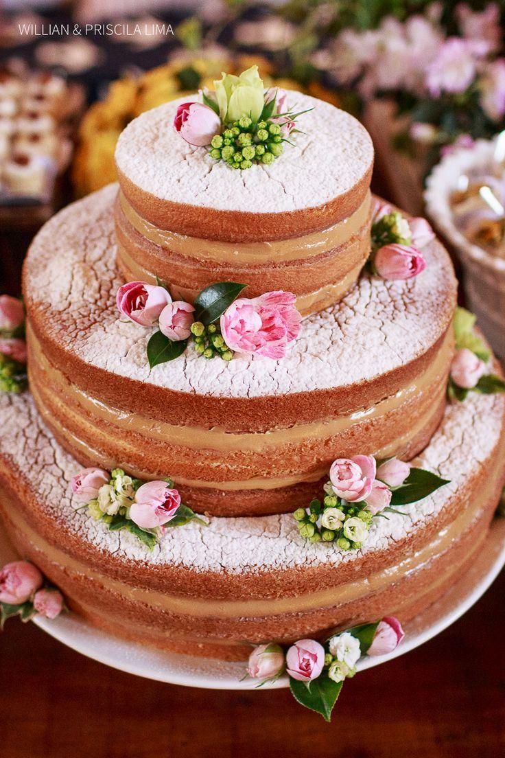 Naked Cake . Idéia de Bolo tipo Naked para Casamento na Praia. Este casamento aconteceu em Trancoso, Bahia. Mais Fotos no blog.: