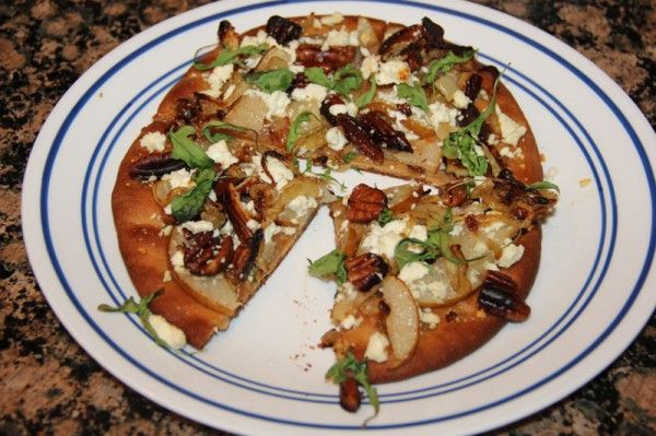 Roasted-Pear-and-Feta-Flatbread...just like the flatbread from Cheesecake Factory's Skinnylicious Menu