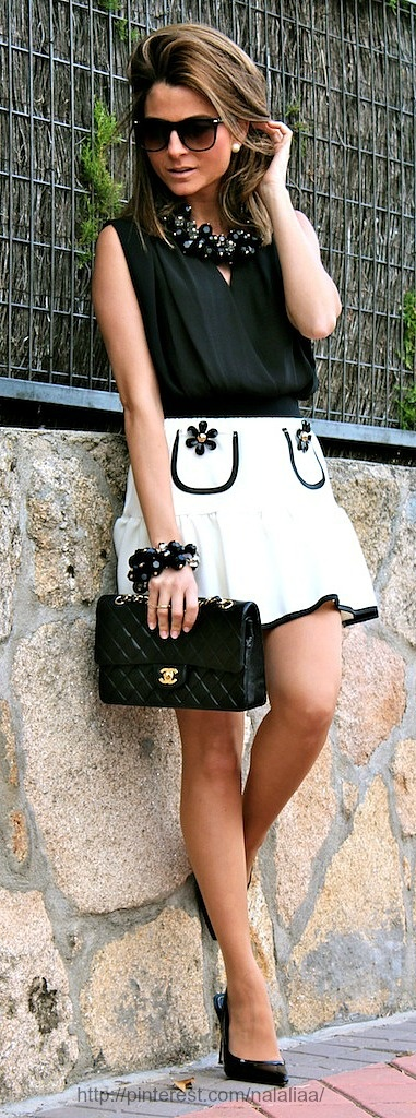 Street style - Chanel bag with black and white look