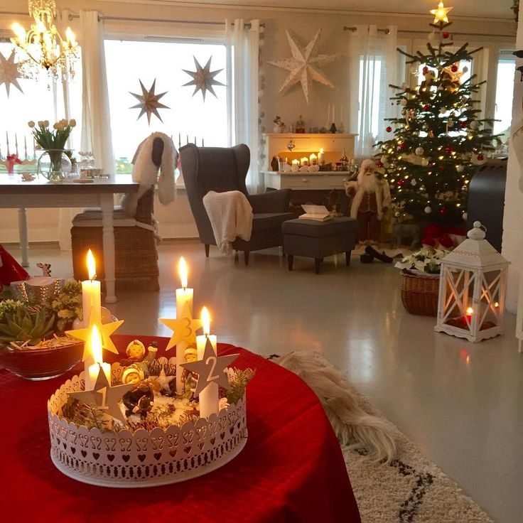 💫⭐️Advent⭐️💫 God kveld i stuene❤️💫 Wish you all a nice evening❤️💫 ------------------------------------------ #advent#ventetid#interior_desember#førjulstid#juleglede#stemning#detaljer#levendelys#candlelight#finahem#shabbychicdecor#shabbychic#shabbyhome#levlandlig#landligehjem#mynorwegian_julehjem#mynorwegian_christmashome#delvakkerthjemjul#igjuleglede#boligplussjul#interior#interiordesign#livingroom#julehus#christmas#christmasdecorations#christmasfeeling#christmastree#christmasiscoming