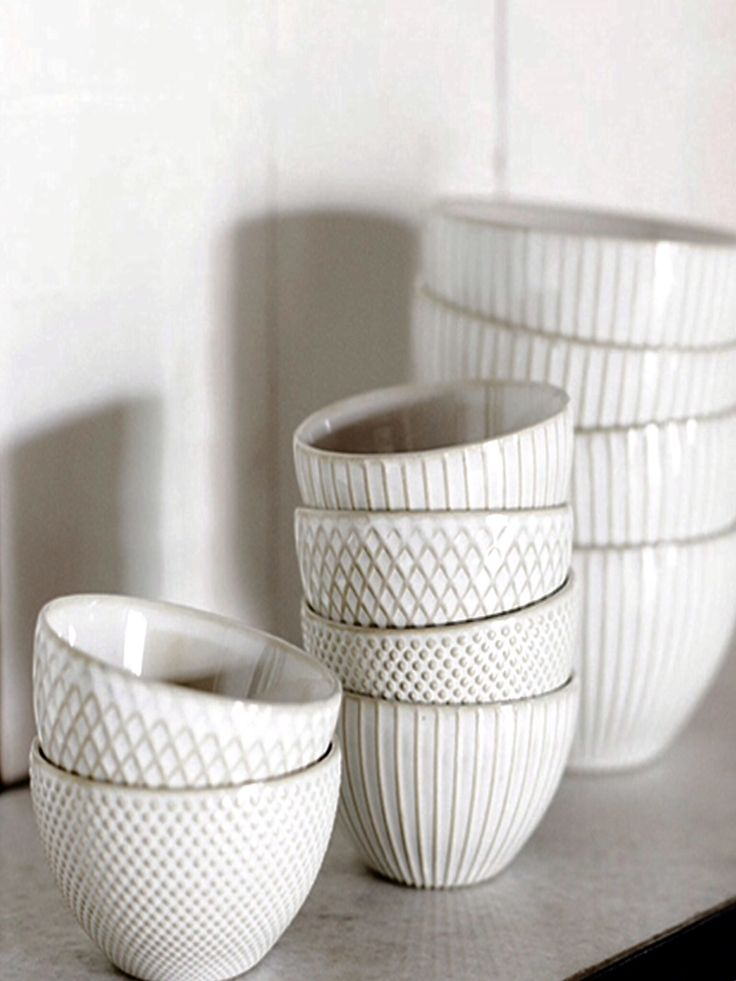 white pattern ceramic cups relief pattern
