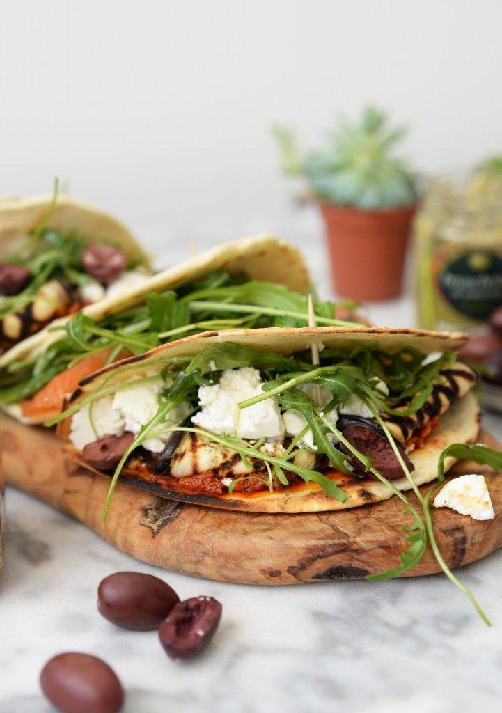 Italiaanse piadine's zijn verrukkelijk! Je kan ze beleggen met wat je maar wilt. Wij kozen voor deze variant met tapenade, olijven, aubergine en feta.