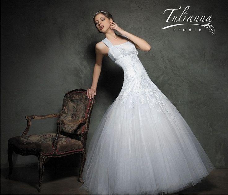 Свадебное платье: Грейс - http://vbelom.ru/catalog/svadebnoe-plate-grejs_2/ Изумительное свадебное платье А-линия со стразами.  Очень красивое свадебное платье в стиле «годе». Удлиненный корсет расшит узорами и подчеркивает шикарные формы. «Воздушная» юбка завершает велико�