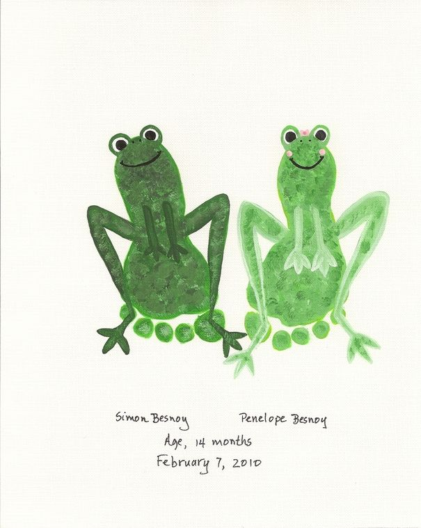 I know someone that should definitely do this with their kiddo!!! DIY Fun Frogs Made From Feet