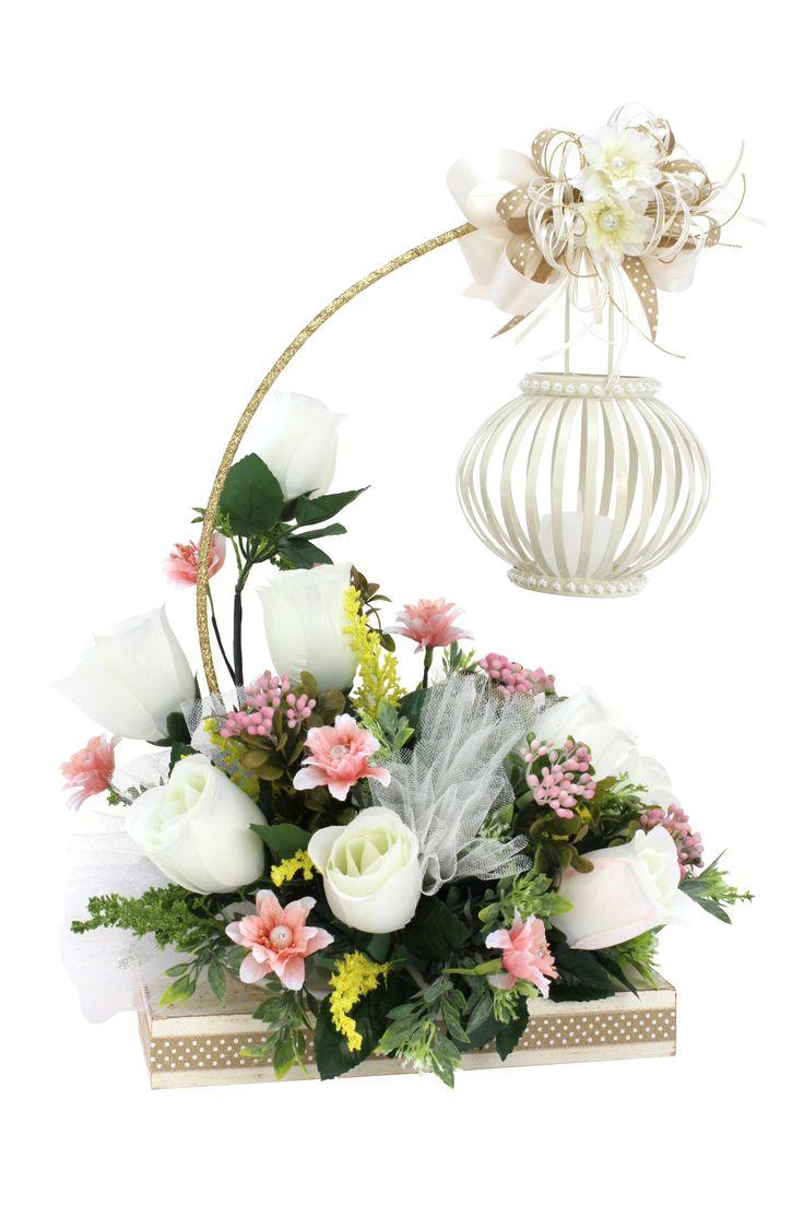 Arreglo Floral Quinqué Con Vela Marfil