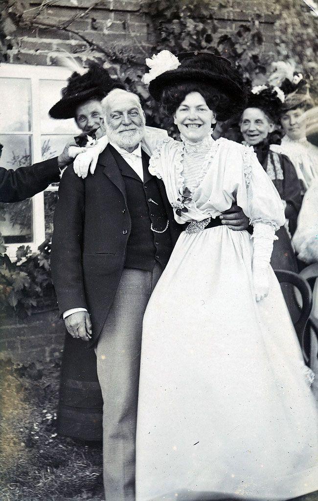 retronaut photos | Smiling Victorian Ladies – Photographs