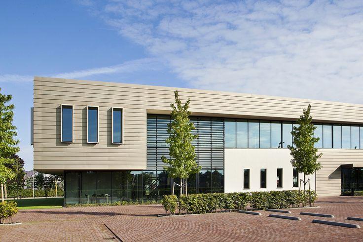 innovatief laboratorium voor Van Boxtel met een moderne uitstraling en sterke plasticiteit door contrastrijk materiaal- en kleurgebruik
