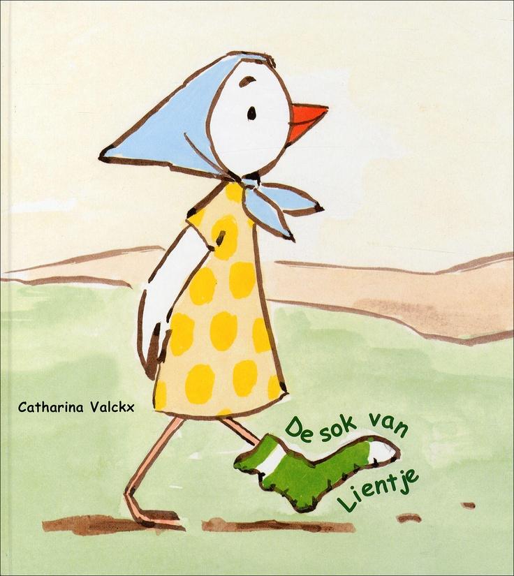DE SOK VAN LIENTJE - Catharina Valckx - 9789061696599 - € 15,95 - Vanaf ca 4 jaar. Wanneer Lientje op een dag een wandeling maakt vindt ze een groene sok die tevens te gebruiken is als muts. Lientje en haar vriendje Tip zijn vastbesloten ook de andere sok te vinden, want sokken gaan per paar. Maar dat valt nog niet mee, als plots de kattenbroers Ed en Fred opduiken. BESTELLEN BIJ TOPBOOKS OF VERDER LEZEN? KLIK OP BOVENSTAANDE FOTO!