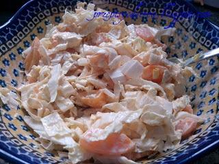 Chinese cabbage and peach salad / Sałatka z kapusty pekińskiej i brzoskwiń