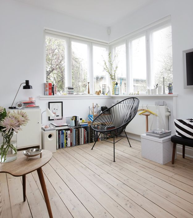 Salon scandinave et grandes ouvertures grâce aux fenêtres