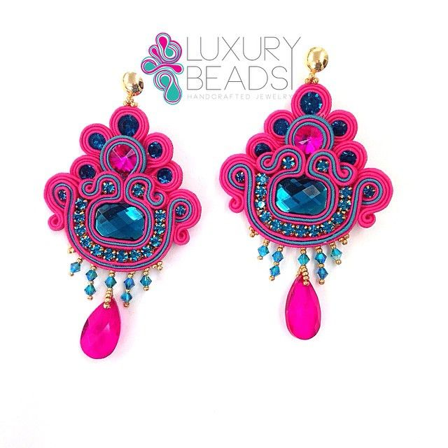 No pases desapercibida!! #luxurybeads #earrings #zarcillos #statement #outfit #musthave #soutachejewelry #artesan #beads #beadwork #fashion #handmade #luxurybeads #musthave #jewelry #brincos