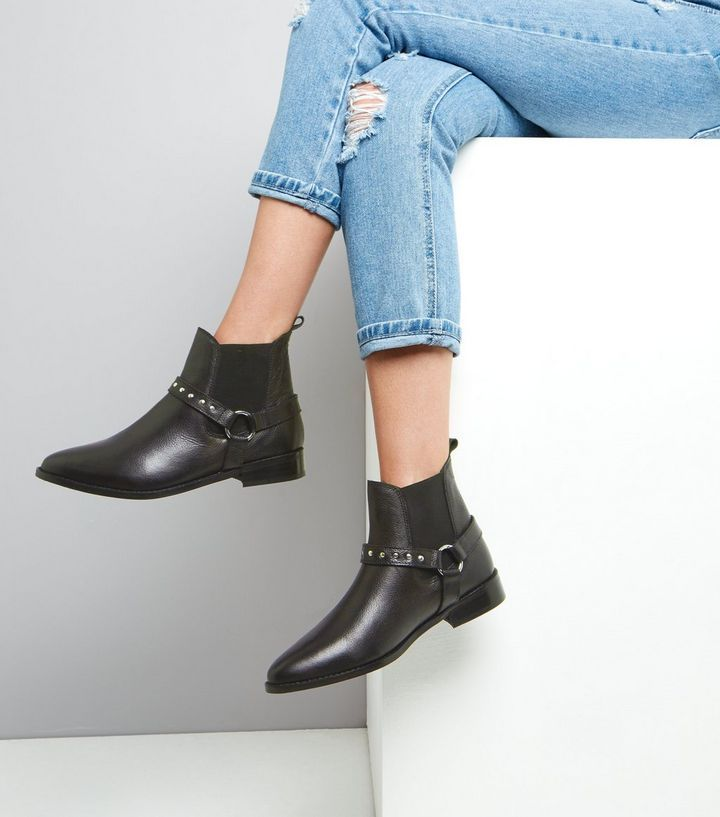 L2017 http://www.newlook.com/row/womens/footwear/boots/black-leather-studded-ring-trim-chelsea-boots-/p/511217001?comp=Browse