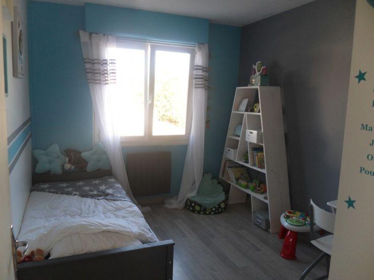 Vue d'ensemble - La chambre est petite a peine 9m² donc pas facile de meubler sans que sa fasse trop! Le lit vient du site File dans ta chambre. La collection se termine bientôt!
