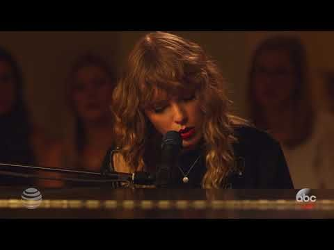 "Taylor Swift - ""New Year's Day"" Fan Performance - YouTube"