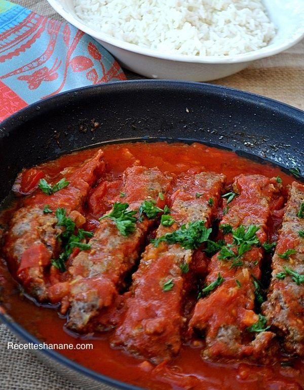 """Ce plat est un classique de la cuisine Perse, il est très simple mais tellement appétissant, une excellente façon de cuisiner la viande hachée, essayez-le vous allez certainement l'adopter! Les Iraniens utilisent une épice """"Sumac"""" qu'on trouve difficilement..."""