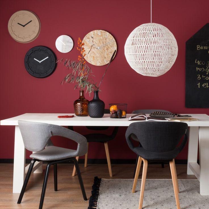 cable hang lamp, Flex back stoelen en a-framed tafel van het merk Zuiver