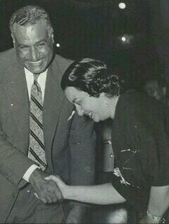 .:::: PINTEREST.COM christiancross ::::     +++ الزعيم و كوكب الشرق OM KALTHOUM SANG FOR KING FOUAD, KING FAROOQ AND NASSER.  WHEN OM KALTHOUM REFUSED TO SING FOR SADAT, SHE DIED PREMATURELY..  JEHANE SADAT AND OM KALTHOUM WERE ARCH ENEMIES