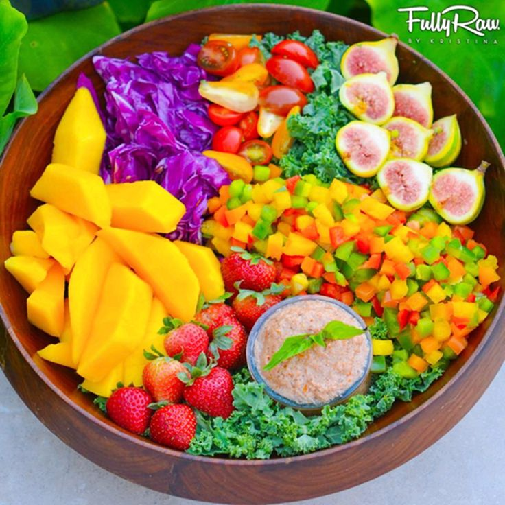 Salada Arco Íris   https://www.facebook.com/FullyRawKristina/photos/a.495716273853337.1073741825.219273021497665/697700706988225/?type=1&theater