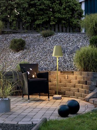 Lucca Lounge E27er en utelampe i med grønn metallskjerm.Stålampe som er perfekt som utebelysning til hage ved sittegrupper. Mål: 27,5x27,5x130cmVolt: 230VLyskilde inkludert?: NeiIP grad: 44Garanti: 2 ÅrLeveres med 5meter kabel og hagespyd for å feste lampen i hagen