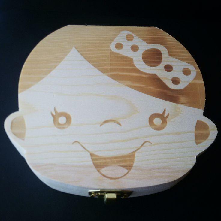 Caja de madera para los dientes de leche, te permitirá mantener resguardados y almacenado en riguroso orden los dientes, el cordón umbilical y el lanugo de tu hijo.