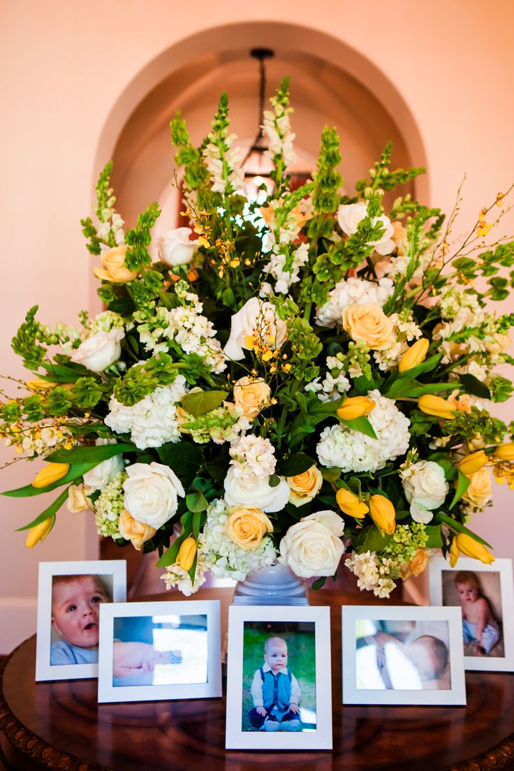 17 best images about events and party inspiration on for Foyer flower arrangement