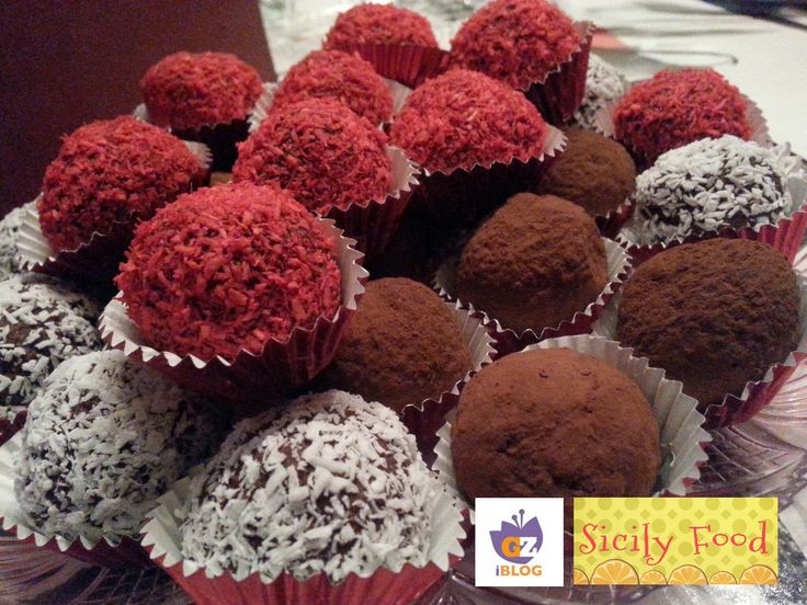 INGREDIENTI: 300 gr cioccolato fondente; 130 gr zucchero a velo; 9 biscotti digestive; 180 gr mascarpone; 2 cucchiai di rum - o aroma rum in fialetta. caca