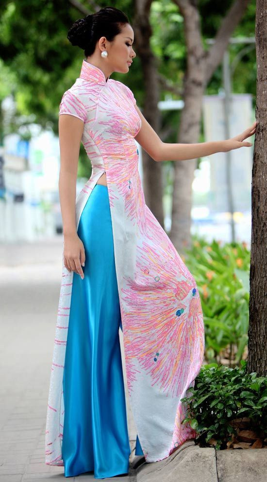 Vietnamese dress (ao dai) for | http://awesomevietnamstylesphotos.blogspot.com