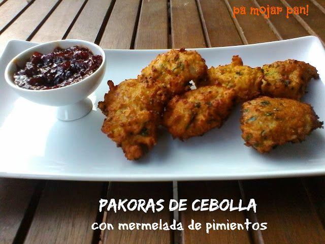 pa mojar pan!: Pakoras de cebolla con mermelada de pimientos