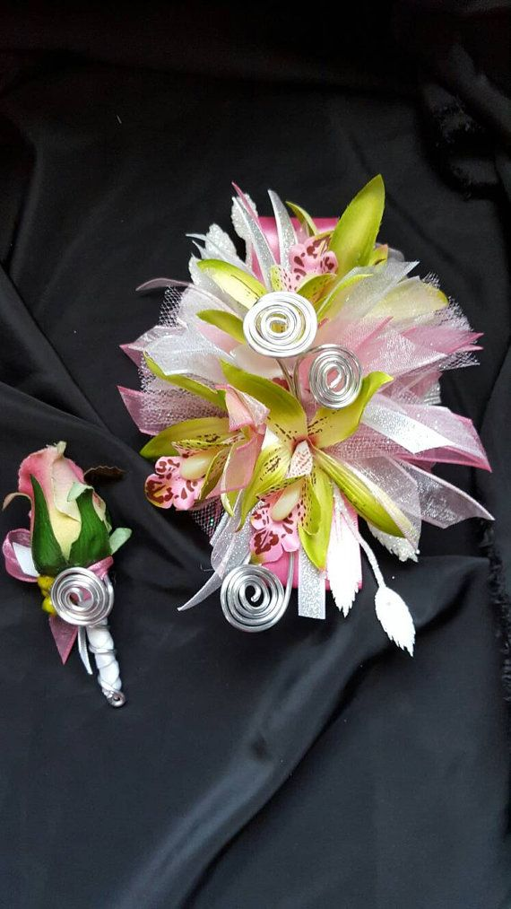 Orchid prom corsage frok m Hen House Designs Check out this item in my Etsy shop https://www.etsy.com/listing/269701200/pink-and-green-orchid-prom-wrist-corsage