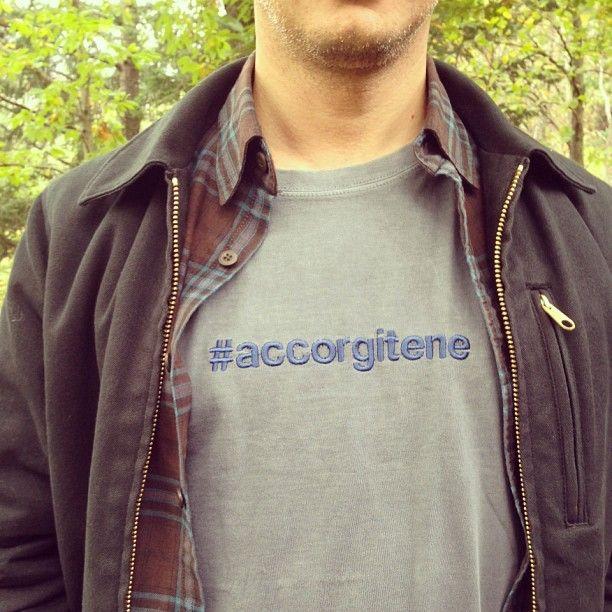Un hashtag non si nega a nessuno..  #accorgitene #tshirt #style #typography